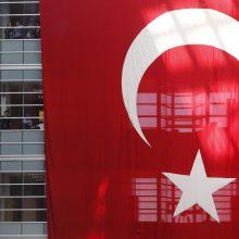 Turkų žurnalistas A. Altanas paleistas iš kalėjimo su priežiūra