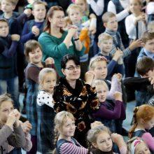 Mokiniai siekė pagerinti obuolių valgymo rekordą