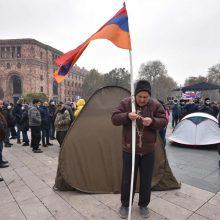 Armėnijos prezidentas ragina šaukti pirmalaikius rinkimus