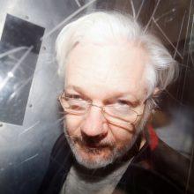 Psichiatras įspėja, kad J. Assange
