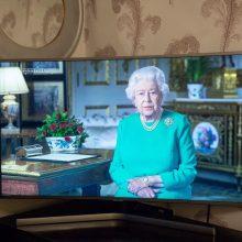Britanijos karalienė dėl viruso grėsmės nešvęs Kalėdų su artimaisiais