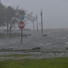 """Teksasą pasiekė tropinė audra """"Beta"""""""