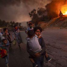UNICEF metų nuotraukoje – iš liepsnojančios pabėgėlių stovyklos bėgantys vaikai