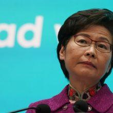 Demokratinės opozicijos parlamente nebebijanti Honkongo lyderė pažadėjo atkurti tvarką
