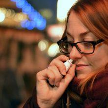 JAV mokslininkai kuria nuo COVID-19 turintį apsaugoti nosies purškalą