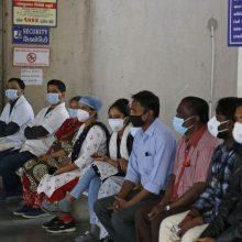 Indijoje koronavirusu užsikrėtusių žmonių skaičius viršijo 10,4 mln.