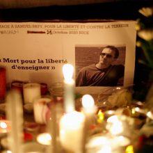 Prancūzijoje mokytojo nužudymą gyrusiam paaugliui imigrantui pareikšti kaltinimai