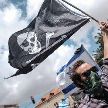 Pernai pasaulyje penktadaliu išaugo piratų išpuolių