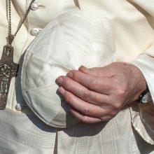 Vatikanas: pasirenkantiems eutanaziją, neturėtų būti teikiamas paskutinis patepimas