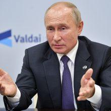 V. Putinas sako asmeniškai leidęs gydyti apnuodytą A. Navalną Vokietijoje