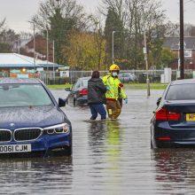 Dalis Anglijos skęsta po vandeniu