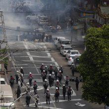 Mianmaro saugumo pajėgoms apšaudžius protestuotojus, žuvo šeši žmonės
