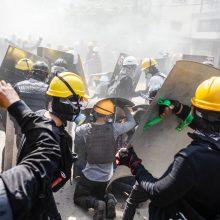 Mianmare prasidėjus visuotiniam streikui žuvo trys protestuotojai