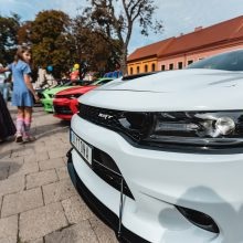 Senamiesčio vasaros uždaryme – automobilių gausmas ir įvairovė