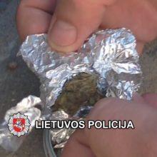 Šilutiškio striukėje pareigūnai rado pusę kilogramo marihuanos