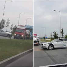 """Klaipėdoje susidūrė """"Volvo"""" ir BMW: vairuotojai nesutaria dėl kaltės"""