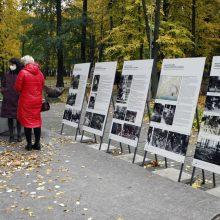 Prieš Vėlines – pagarba išėjusiems: Skulptūrų parke atidaryta paroda