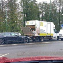 Klaipėdoje susidūrė trys automobiliai: vienas iš jų – policijos