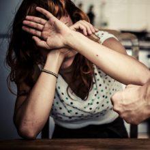 Drama Klaipėdoje: girtas smurtautojas moteriai grasino peiliu
