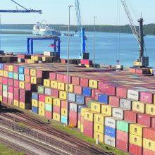 Konteinerių antplūdis Klaipėdos uoste: sukrauti net šešiais aukštais