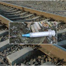 Klaipėdoje prie geležinkelio bėgių – mirusio vyro kūnas: šalia rastas švirkštas