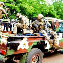 Vyras, pasikėsinęs nužudyti Malio laikinąjį prezidentą, mirė būdamas suimtas
