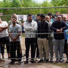 Užsieniečių registracijos centre – įsiutę migrantai: pareigūnai panaudojo ašarines dujas