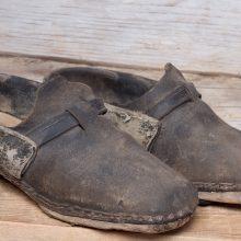 Sprendimas: batai mediniais padais.