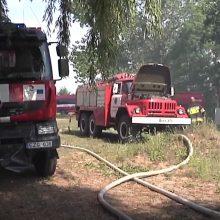 Rajonų ugniagesiai važinėja automobiliais, kurių vieta muziejuje: ne visi turi net darbinius rūbus