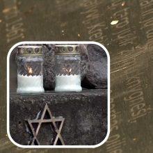 Vandalai jau antrą kartą subjaurojo žydų žudynių atminimo lentą Kretingoje