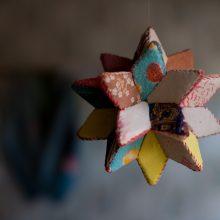 Dekoras: žvaigždės formos skiautinys.