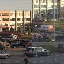 Po mašinų susidūrimo Klaipėdoje apsivertė BMW