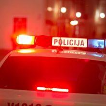 Klaipėdoje neblaivus vairuotojas atsitrenkė į policijos automobilį