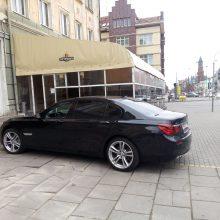 Automobiliu – į pastato vidų