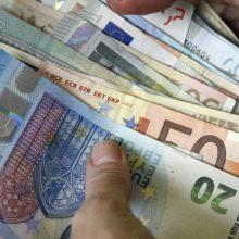 Sukčiai toliau lobsta: Telšiuose iš senjorės išviliojo 13 tūkst. eurų