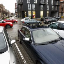 Prie Klaipėdos centrinio pašto išaugo pažeidėjų gretos: klientai vengia rinkliavos