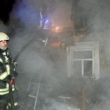 Kūčių vakarą kilo gaisras: sudegė namas ir žuvo jaunas vyras