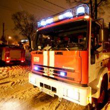Radviliškyje per gaisrą mediniame daugiabutyje žuvo moteris