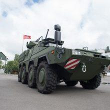 """Lietuvos kariuomenei perduoti šarvuočiai """"Boxer"""" vadinsis """"Vilkais"""""""