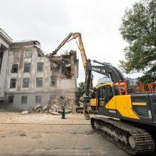 Komiška situacija dėl Profsąjungų rūmų: kviečia į renginį, o pastatą jau griauna