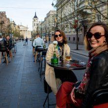 Laisvėja karantinas: vėl veiks lauko kavinės, restoranai ir barai
