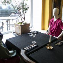 Prisitaiko prie karantino: laisvas kavinių vietas užpildė madingi manekenai