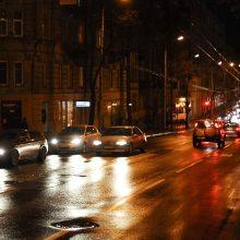 Naktį eismo sąlygas vietomis sunkins lijundra, plikledis