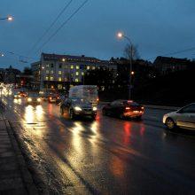 Įspėja: eismą gali kiek sunkinti lietus ir gūsingas vėjas
