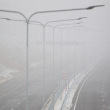 Eismo sąlygas naktį gali sunkinti rūkas, krituliai ar plikledis