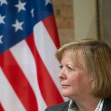 Paaiškėjo, kas pakeis kadenciją baigiančią JAV ambasadorę Lietuvoje