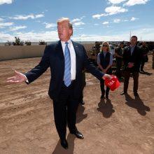 D. Trumpas skelbia blogą žinią imigrantams: mūsų šalis yra užpildyta