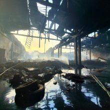 Iš gaisravietės Alytuje pajudėjo pirmieji kroviniai su atliekomis