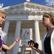 Apniukęs šventiškai pasipuošęs Vilnius ruošiasi pasitikti popiežių