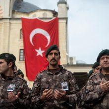 Turkija telkia karius netoli kurdų kontroliuojamo Sirijos miesto